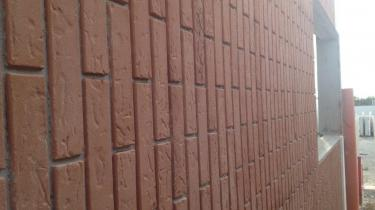 PRECAST WALL REALIZATED WITH SMV0101-BRICK FORM LINEAR TYPE