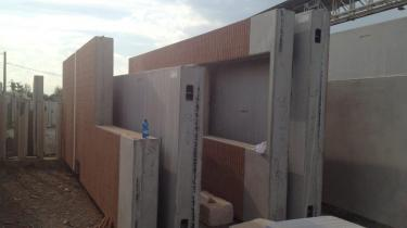 precas wall realized with form liner type smv0101-brick